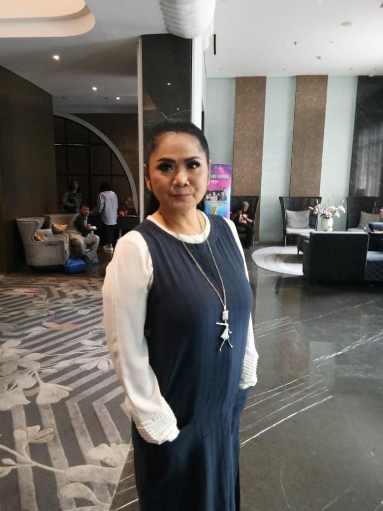 Vina Panduwinata Menyadari Usia, Goyangnya pun  Ajeb-Ajeb Aja