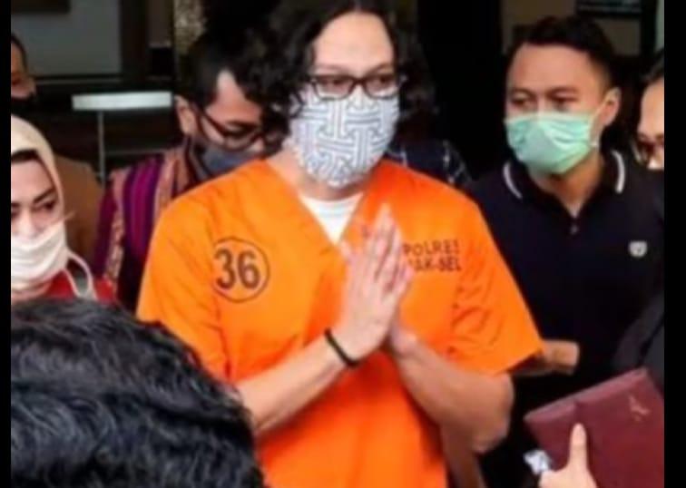 Dwi Sasono Tak Mau Bicara Kepada Media Saat Dibawa ke RSKO Cibubur